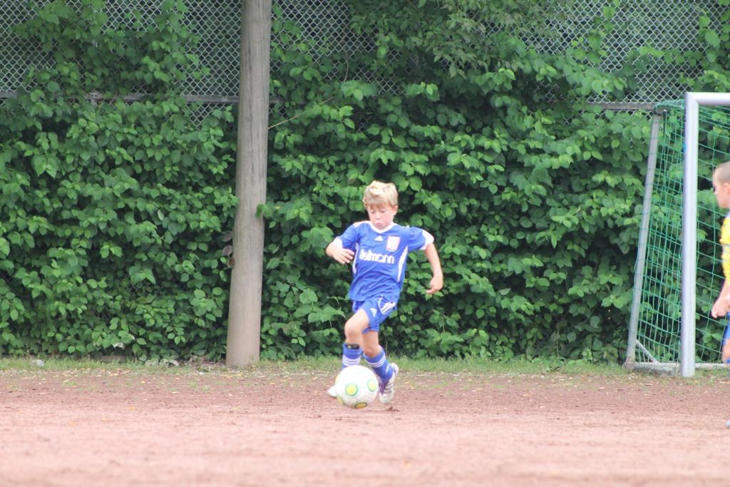 Tom Sanne als Fußball-Mini im NTSV-Trikot